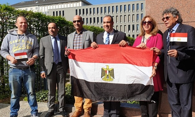 PRESS: Egyptian Ambassador to Berlin Badr Abdel Atty and Egyptian expatriates after casting their ballots at the Egyptian Embassy in Berlin on 19 April 2019.