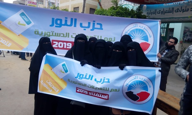 Salafist Nour votes in referendum, transfers citizens to polling stations
