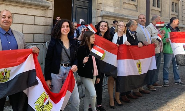 Closed roads do not stop Egyptians from voting in Paris