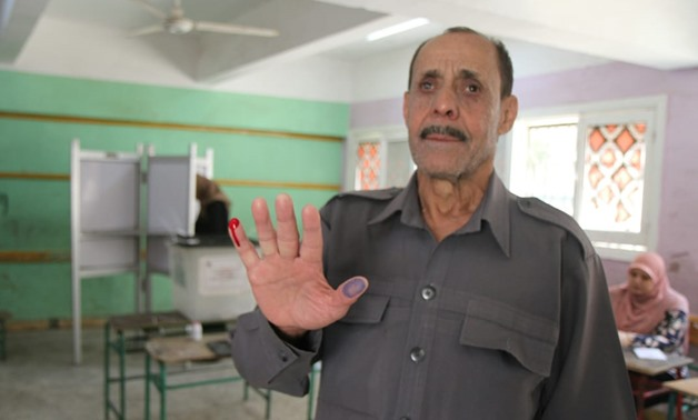 Blind person casts his vote in a polling station in Warraq – Press photo