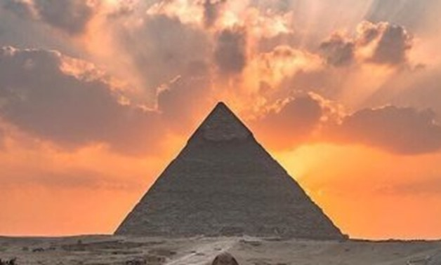 File-Pyramids of Giza