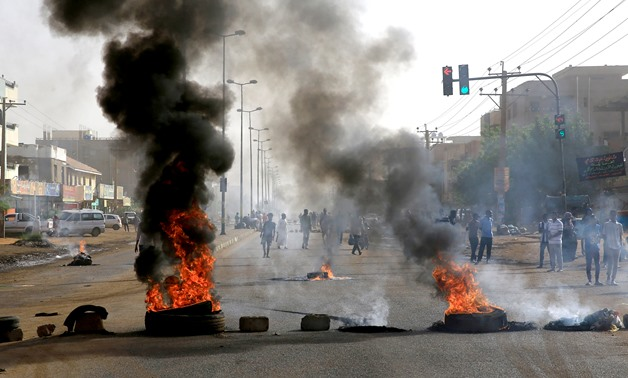 Sudanese protesters burn tyres as they erect barricades on a street and demanding that the country's Transitional Military Council hand over power to civilians in Khartoum, Sudan June 3, 2019. REUTERS/Stringer