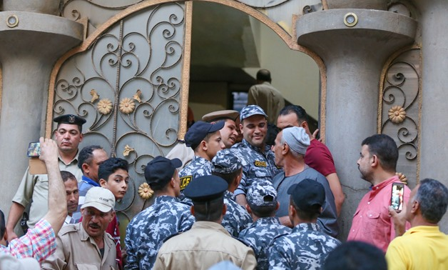 Fans and journalists surrounding Liverpool Egyptian winger, Mohamed Salah house during Eid al-Fitr 1st day banning him to perform Eid prayers/ Egypt Today