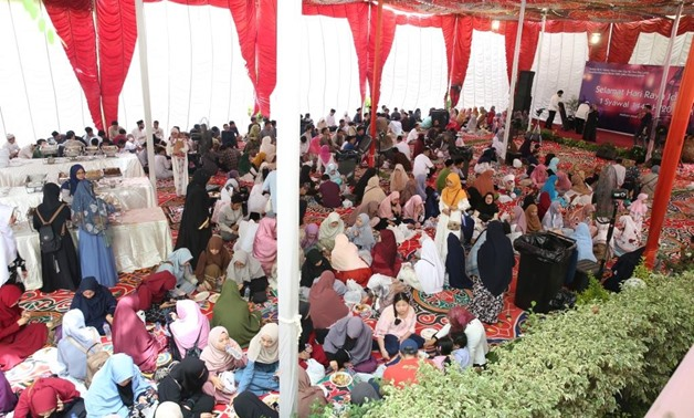 Thousands of Indonesian people celebrate Eid al-Fitr at the embassy headquarters in Cairo- press photo