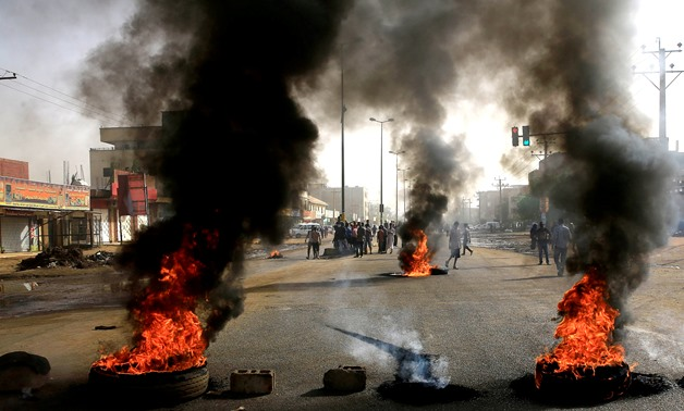 Sudanese protesters use burning tyres to erect a barricade on a street, demanding that the country's Transitional Military Council hand over power to civilians, in Khartoum, Sudan June 3, 2019. REUTERS/Stringer TPX IMAGES OF THE DAY