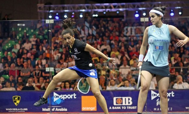 Raneem El Welily gets creative during her clash with Nour El Tayeb ©PSA World Tour/Twitter
