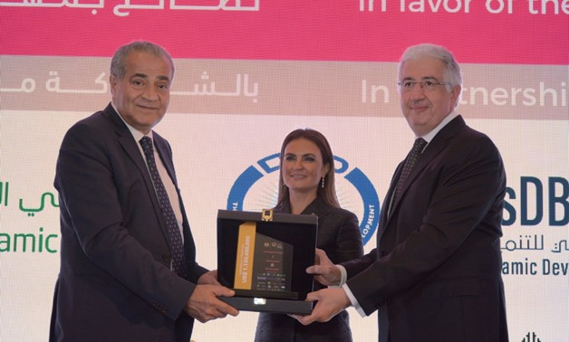 Minister of Supply Ali Moselhy (L), Minister of Investment Sahar Nasr, and ITFC Chief Executive Officer, Hani Salem Sonbol (R) during the announcement of the completion of the 1.130M financing provided for Egypt's food and petroleum sectors - Courtesy of
