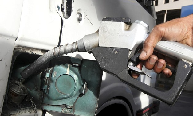 FILE PHOTO: A worker fills the tank of a car at a petrol station in Cairo, March 12, 2013. REUTERS/Mohamed Abd El Ghany
