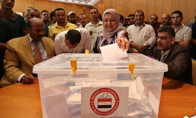 Egyptians living in Jordan cast their ballots for the presidential election at the Egyptian embassy in Amman. REUTERS