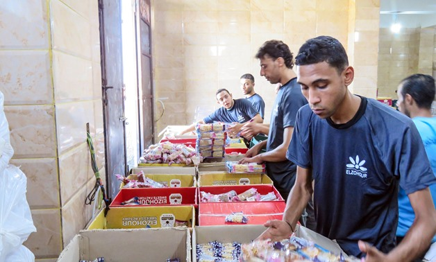 Workers warp up al-Mawlid candies- Egypt Today/Azouz al-Dib