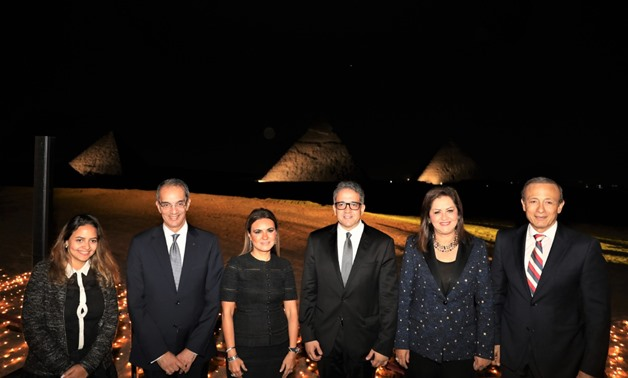 The ministers before the Giza Pyramids - ET