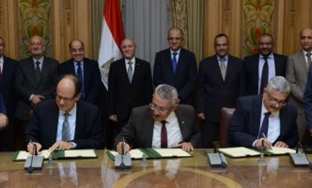 Side of the signing  in the presence of Chairman of the Federation of Industries Mohamed el-Sewedy, Chairman of EGAS Osama el-Nukaly, Deputy Chairman of EGAS for Planning and Projects Mostafa Helal