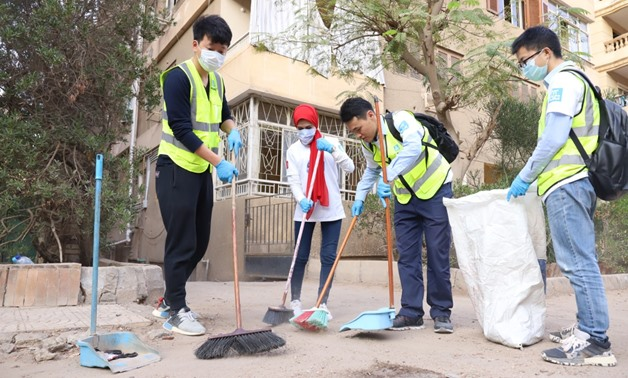 """On International Volunteer Day, more than 20 volunteers from China State Construction Engrg Corp.Ltd (EGYPT) came to Nasr City to volunteer in the """"Clean Cairo"""" activity together with the Resala Charity Association of Egypt - Press Photo"""