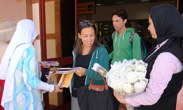 Italian tourists from charter flight received in Marsa Matrouh May 30, 2017 – Egypt Today