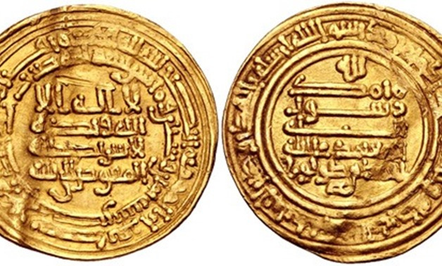 The dinar contains the standard set of inscriptions found on Abbasid coins of the late ninth century/ CC via CNG