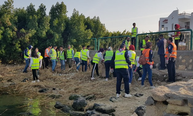 """""""Youth Love Egypt foundation"""" organized a clean up campaign to clean the International youth house in beaches area overlooking El-Temsah Lake"""