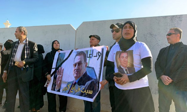 PRESS: Lovers and supporters of former president Mohamed Hosni Mubarak gathering for his funeral