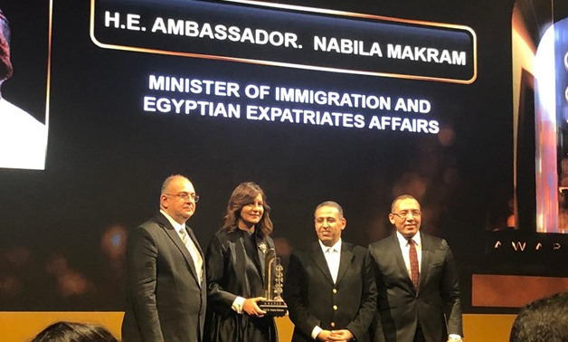 Egyptian Minister of Immigration and Egyptian Expatriates Affairs Nabila Makram receives an award from leading economics magazine Business Today – Egypt Today