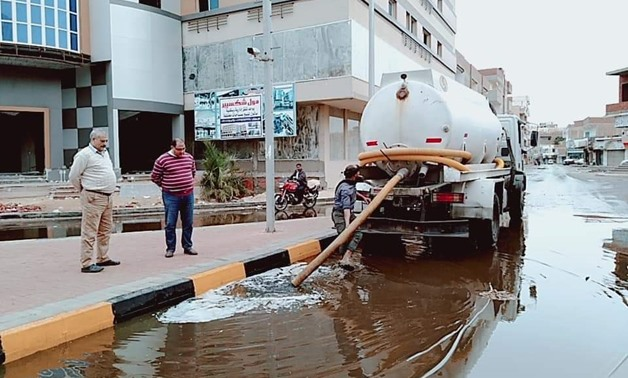 A vacuum truck sucks rainwater from the streets in the Red Sea- Egypt Today/Emad Arafa