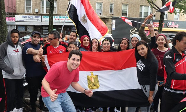 Members of the Egyptian community in the US prepare for a rally outside the White House: Photo taken by Egypt Today