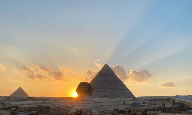 Sun Setting on the shoulder of the Sphinx, an astronomical phenomenon called Equinox - Press photo