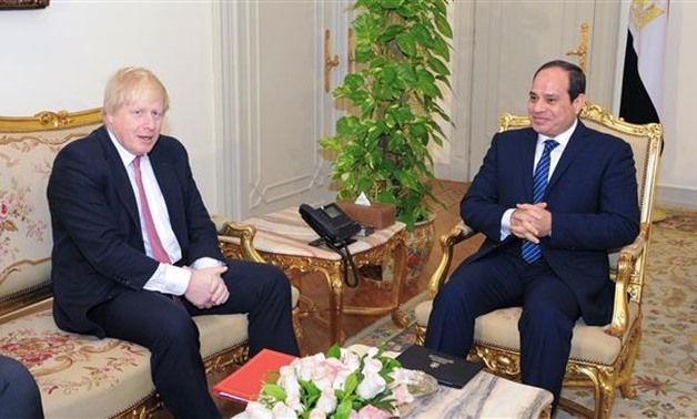 Egyptian President Abdel Fattah el-Sisi (R) meeting with British Foreign Secretary Boris Johnson at the Presidential palace in the capital Cairo, February 26, 2017. (Photo by AFP)