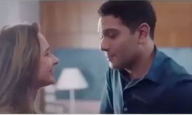 """Nelly Karim & Asser Yassin in """"B 100 Wesh"""" series - Screenshot from one of the episodes"""