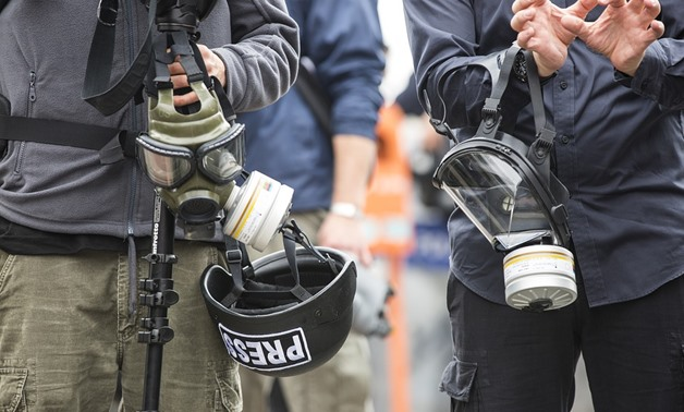 FILE – Press members carrying respirator masks – Engin Akyurt/Pixabay