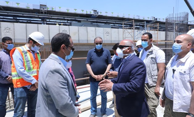 Transport Minister Kamel el Wazer inspected the renovation and maintenance work being carried out at the ring road - Press Photo