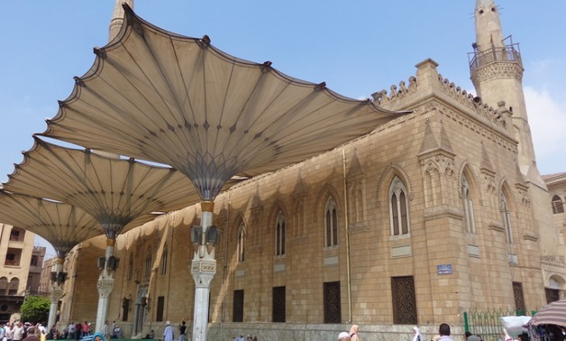 The Egyptian Ministry of Endowment on Thursday closed the historical and sacred Al Hussein Mosque in the capital, Cairo, days after mosques have been allowed to open amid the coronavirus crisis. Some worshippers failed to cling to the preventive measures