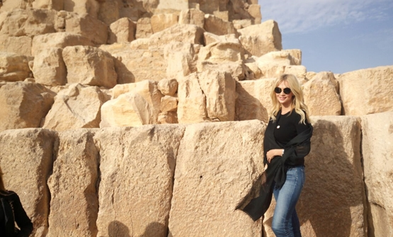 Miss Russia at Khufu Pyramids – Twitter Account