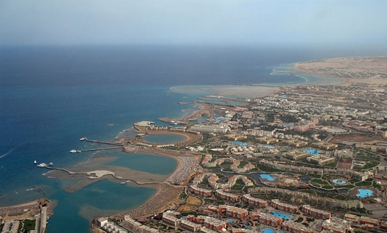Hurghada hotels in the southern part of the city February 5, 2011 – Wikimedia/Marc Ryckaert