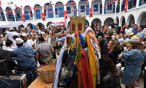 Jews gather at the Ghriba synagogue in Tunisia's Mediterranean resort island of Djerba on the first day of the annual Jewish pilgrimage to the synagogue on May 2, 2018. (AFP PHOTO / FETHI BELAID)