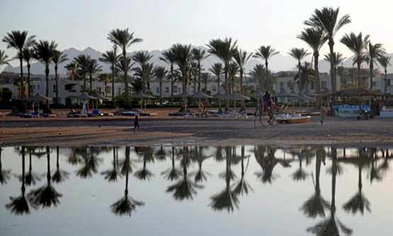 FILE PHOTO: Tourists are seen on a beach in the Aqaba Gulf on the Red Sea resort of Sharm el-Sheikh, Egypt July 12, 2018. REUTERS/Amr Abdallah Dalsh