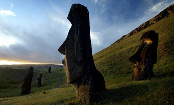 "FILE PHOTO: A view of ""Moai"" statues in Rano Raraku volcano, on Easter Island, 4,000 km (2486 miles) west of Santiago, in this photo taken Oct. 31, 2003. REUTERS/Carlos Barria//File Photo"