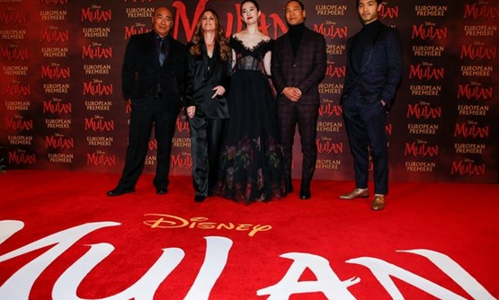 "FILE PHOTO: Cast members Ron Yuan, Yifei Liu, Jason Scott Lee and Yoson An pose with director Niki Caro, at the European premiere for the film ""Mulan"" in London, Britain March 12, 2020. REUTERS/Henry Nicholls/File Photo."