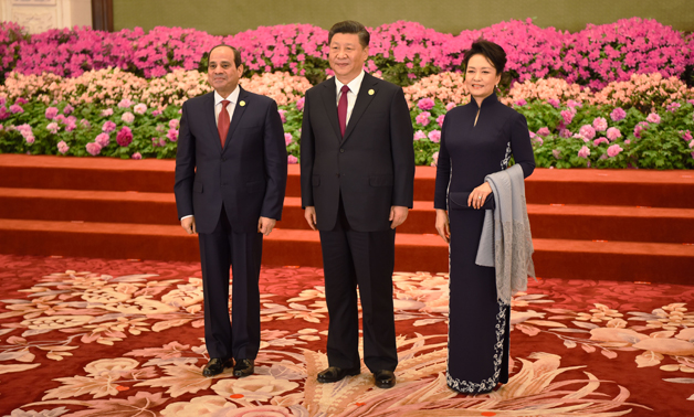 President Sisi, Chinese counterpart, and first lady of China pose for a photo