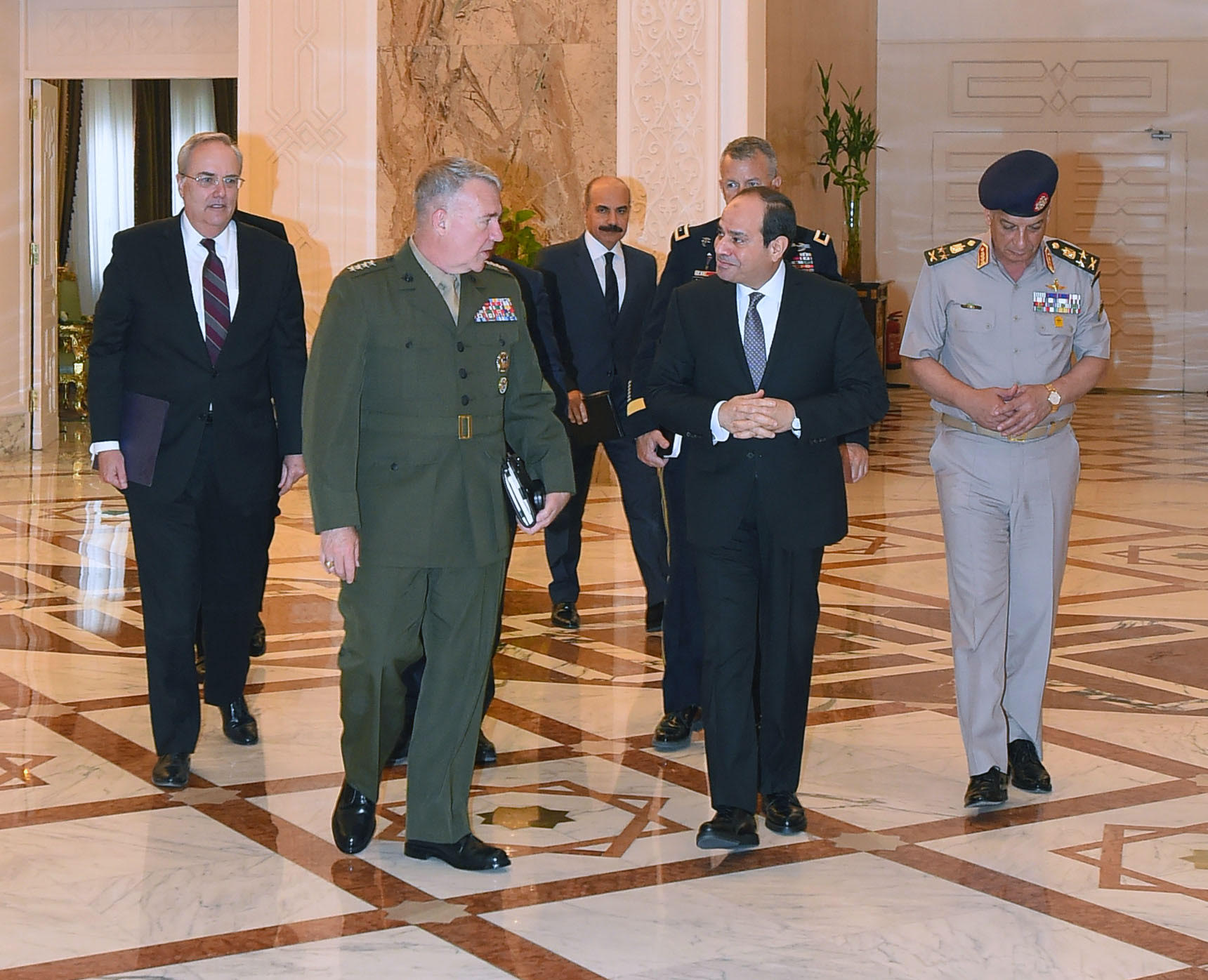 US CENTCOM commander visits Cairo, meets Sisi, Defense min. - EgyptToday