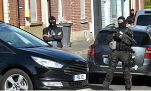 Police officers of an anti-terrorism unit and of French intelligence agency (DGSI) patrol in a street on Wattignies, northern France, after a man was arrested during a French-Belgian anti-terrorist operation on July 5, 2017. PHOTO: AFP