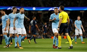 Manchester City's Gabriel Jesus and team mates speak to referee Antonio Miguel Mateu Lahoz REUTERS