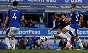 Premier League - Everton vs Arsenal - Goodison Park, Liverpool, Britain - October 22, 2017 Arsenal's Alexis Sanchez scores their fifth goal REUTERS