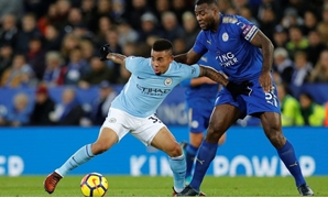 Premier League - Leicester City vs Manchester City - King Power Stadium, Leicester, Britain - November 18, 2017 Manchester City's Gabriel Jesus in action with Leicester City's Wes Morgan - REUTERS