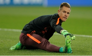 Soccer Football - Champions League - Olympiacosvs FC Barcelona - Karaiskakis Stadium, Piraeus, Greece - October 31, 2017 Barcelona's Marc-Andre terStegen warms up before the match REUTERS/AlkisKonstantinidis