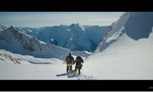 dris Elba and Kate Winslett cross the mountains. Screencap via 20th Century Fox Youtube Channel