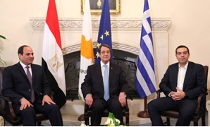 Egyptian President Abdel Fattah al-Sisi (L), Greek Prime Minister Alexis Tsipras (R), and Cypriot President Nicos Anastasiades talk during a meeting at the Presidential Palace in Nicosia, Cyprus November 21, 2017. REUTERS/Yiannis Kourtoglou