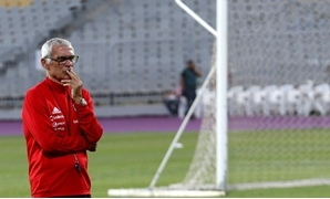 Egypt Training - Borg El Arab Stadium, Alexandria, Egypt - October 7, 2017 - Egypt's head coach Hector Cuper looks on during the training session. REUTERS/Amr Abdallah Dalsh