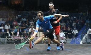 Ramy Ahour (Blue) in front of Mohamed El-Shorbagy (Black) – Courtesy of PSA World Tour website