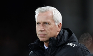 Soccer Football - Premier League - Liverpool vs West Bromwich Albion - Anfield, Liverpool, Britain - December 13, 2017 West Bromwich Albion manager Alan Pardew Action Images - Reuters/Carl Recine