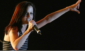 FILE PHOTO: Irish singer Dolores O'Riordan, former lead singer of Irish band The Cranberries, performs on stage during a concert in Tirana, early June 20, 2007. REUTERS/Arben Celi.