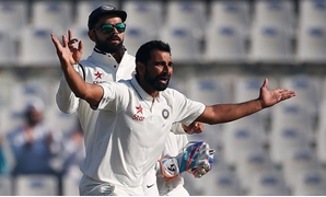 Cricket - India v England - Third Test cricket match - Punjab Cricket Association Stadium, Mohali, India - 27/11/16. India's Mohammed Shami and Virat Kohli (L) celebrate the dismissal of England's Adil Rashid. REUTERS/Adnan Abidi